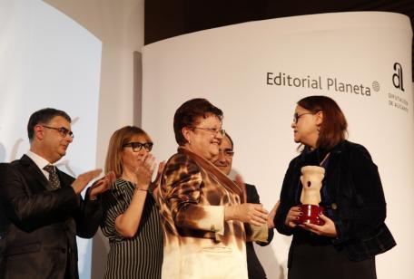 Zoé Valdés, ganadora del Premio Azorín 2013